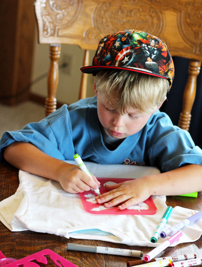 How To Decorate T-Shirts with Your Budding Artists!