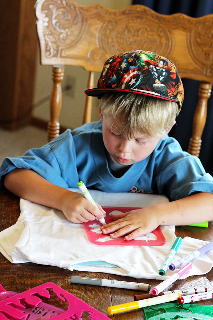 Decorate t-shirts with fabric markers