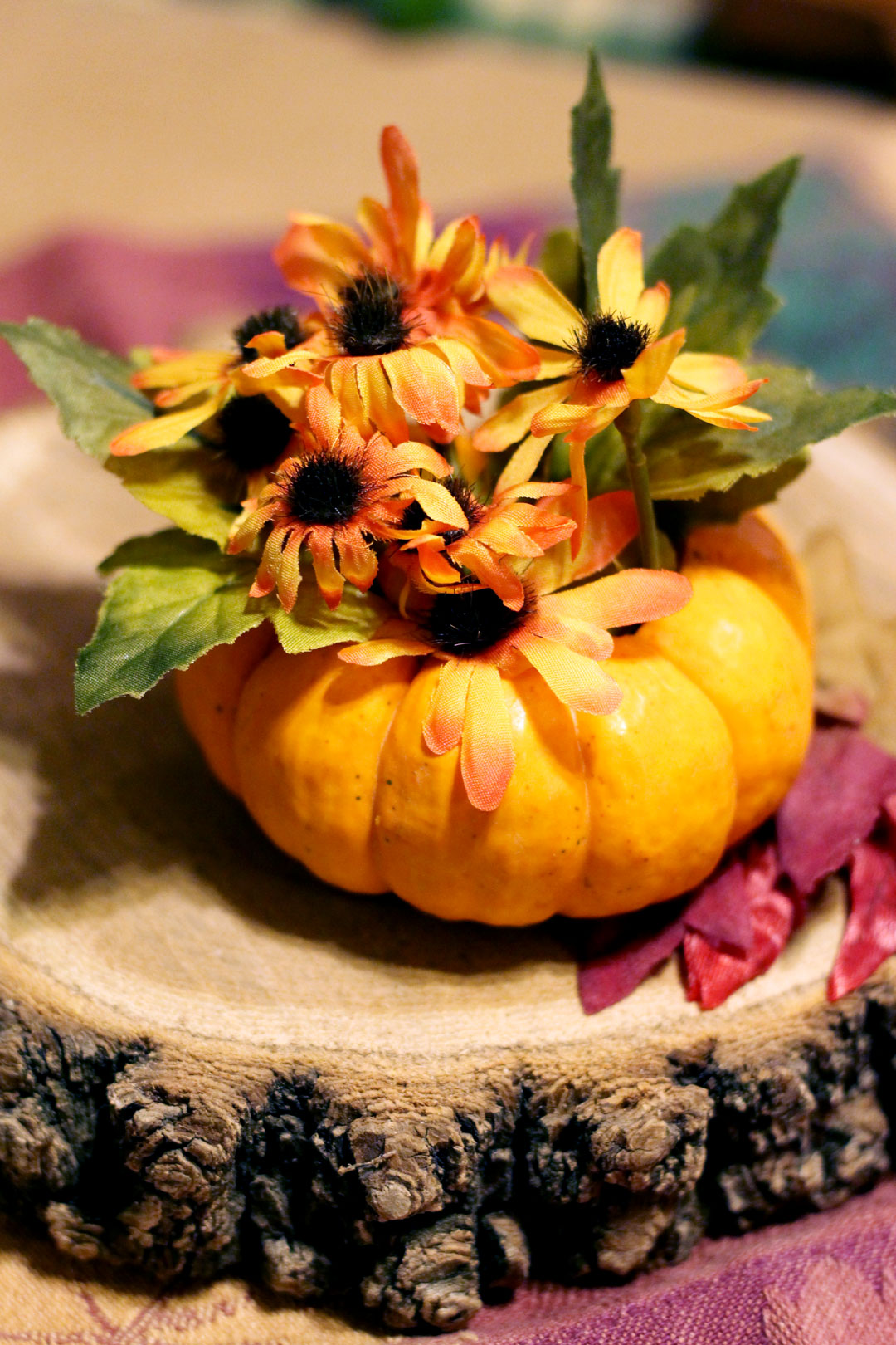 Make easy thanksgiving table decorations or favors from for Simple pumpkin centerpieces